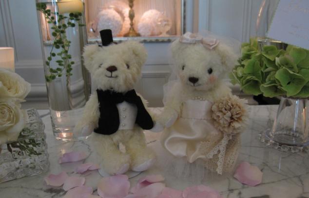 ></P>           <P>先日、無事に結婚式がおわりました。<br>             妹もとても喜んでくれて、私も一安心しました。<br>             スタンドもうまく使うことができました~!!<br>             ゲストのみなさんからも、「かわい~♪」ととても評判で<br>             思わずニンマリしてしまいました。<br>             <br>             本当に本当に幸せをいただきありがとうございました!!<br>             また機会がありましたら、かならずまたお世話になりたいと思います。<br>             <br>             これからも、みなさんに夢を与え、叶えるお店として<br>             ますますのご発展をお祈りいたしてお祈りいたしております。</P>           <P></P>           <P><IMG SRC=
